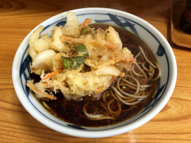 Tokyo subway bribes people with free noodles to get them to take earlier, non-rush hour trains