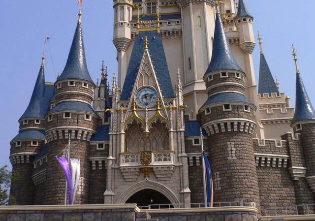 Japanese middle school teacher kisses her student at Tokyo Disneyland during date, gets fired