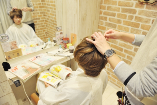 Tokyo hair salon offers free cuts to anime fans whose 2-D crush fell in love with someone else