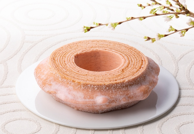 Pink sakura-flavored baum cake from Nenrinya looks delightfully delectable!