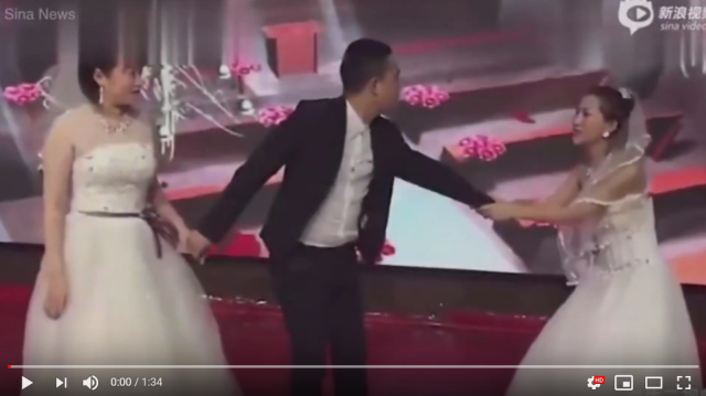 Chinese couple's wedding crashed by groom's ex-girlfriend, dressed in her own wedding dress【Vid】