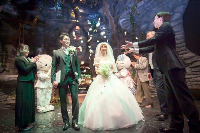 Celebrate your wedding with Hello Kitty at Japan's Sanrio Puroland amusement park