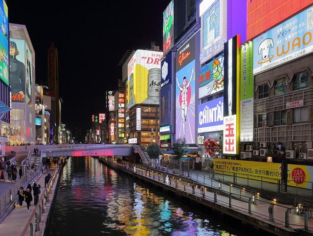 Man jumps off bridge in Osaka to celebrate Heisei era's end, hits something other than water【Vid】