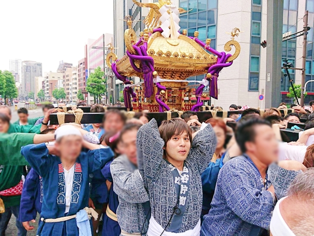 What it's really like to join a Japanese festival and carry a mikoshi around Tokyo for a day