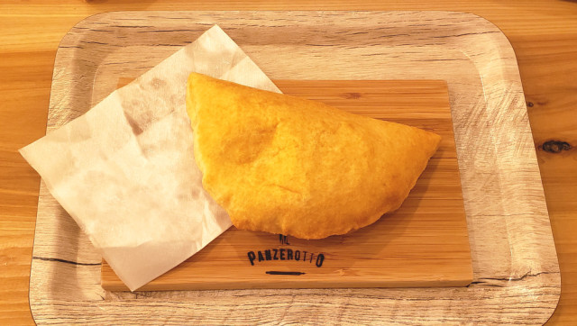 We try traditional Italian fried pizza pockets in Tokyo, fall in love