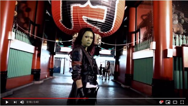 Guardians of the Galaxy's Gamora spotted sightseeing in Tokyo!【Video】
