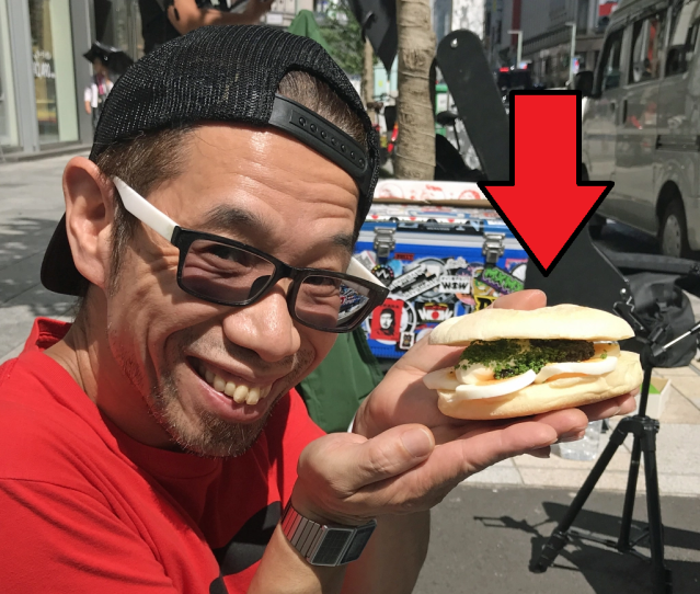 Eating a 6,000-yen (US$55) sandwich on the Tokyo sidewalk: The best way to wait for a new iPhone