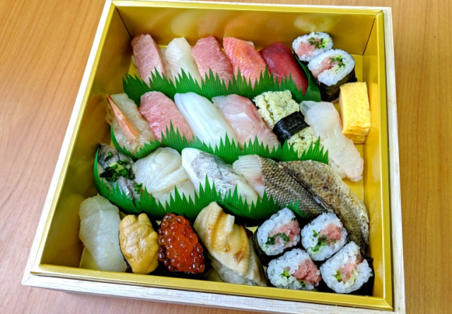 This is what a 10,800-yen (US$100) Tokyo sushi boxed lunch looks like【Taste test】