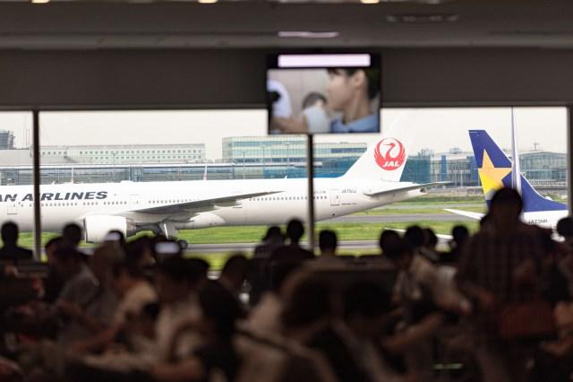 Typhoon Faxai strands thousands at Narita Airport in Japan【Pics & Video】