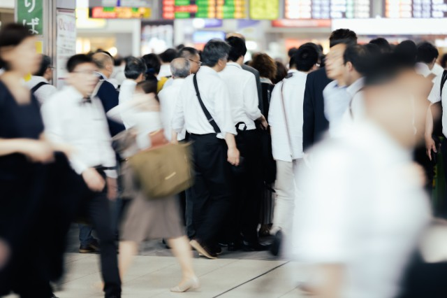 Typhoon Faxai causes commuter chaos during peak hour in Japan【Pics & Video】