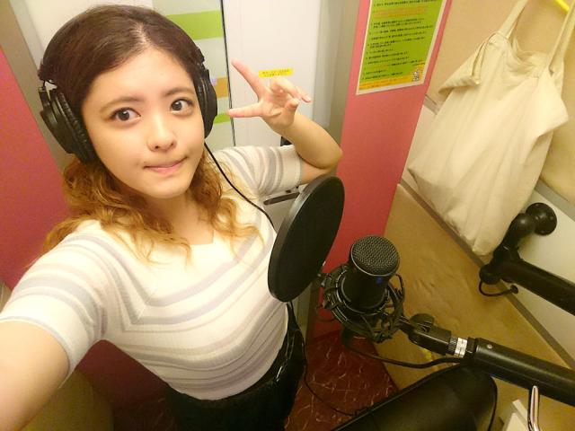 SoraNews24's shy singer Mai checks out foreigner-friendly one-person karaoke chain One Kara