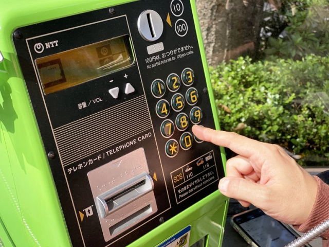 You can send email from payphones in Japan?!? We try the technology trick that shocked the nation