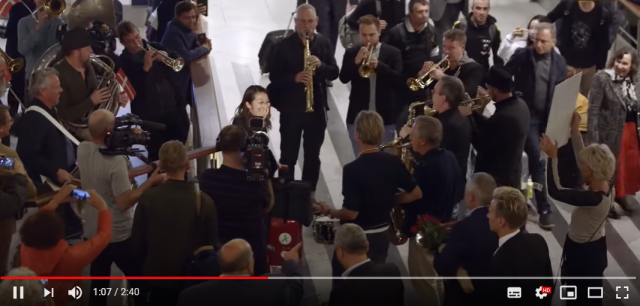 Danish Radio Big Band welcomes new Japanese conductor with big band airport bash【Video】