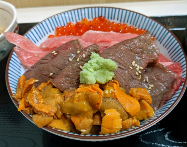 Beef and sashimi in the same rice bowl: Brilliance or blasphemy? We find out【Taste test】