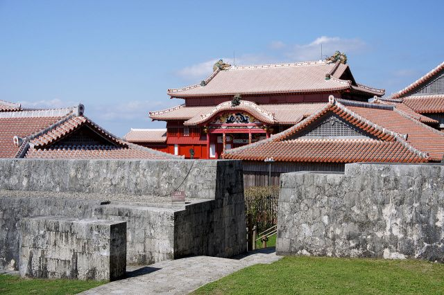 U.S. Marine Corps posts sympathetic message over burned Shuri Castle, Twitter debate ensues