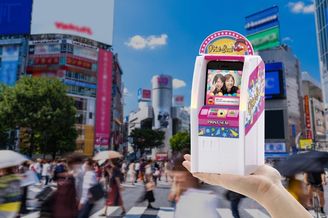 Miniature purikura photo booth from Japan lets you feel like a Japanese schoolgirl from the '90s