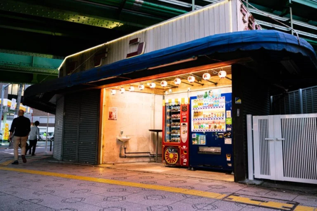 This is Akihabara's best hidden food vending machine: The Mansei meat sandwich machine!