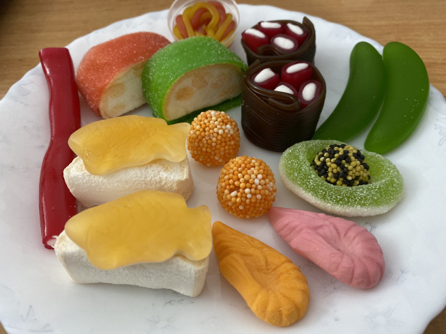 "We try to guess all of the pieces in Spain's ""Candy Sushi"""