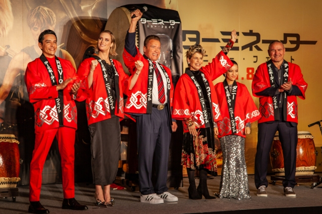 Arnold Schwarzenegger plays taiko drums with Terminator: Dark Fate cast at Tokyo premiere