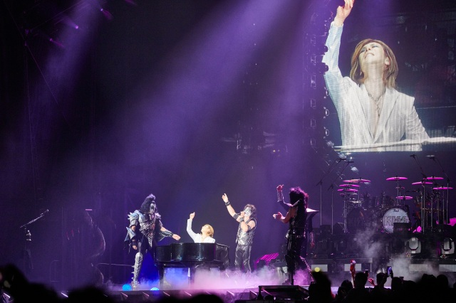Yoshiki makes surprise appearance at Kiss concert in Tokyo 【Video】