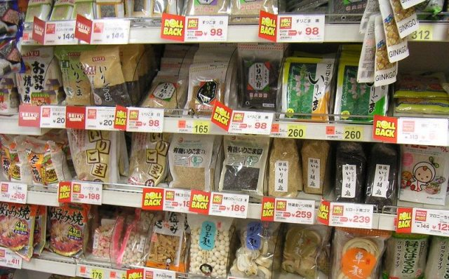 Pretty or practical? Japanese supermarket sparks conversation about shelf stacking styles