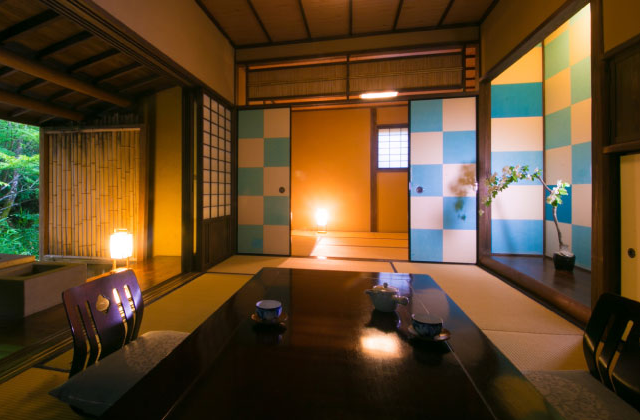 Doll otaku's plastic bedmate gets loving hospitality from beautiful Japanese hot spring inn