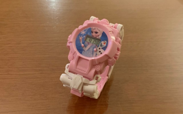 Japanese Twitter all abuzz over this weird Frozen watch that transforms into a robot