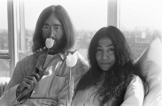 "Japanese Twitter users surprised to learn that ""Yoko Ono-ing"" is a verb in English"