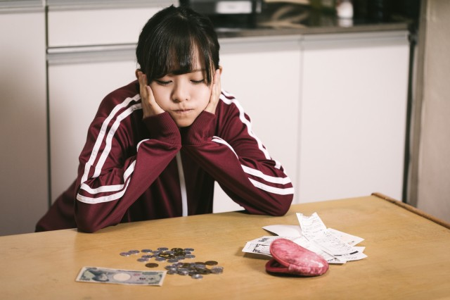 Over 50 percent of single Japanese women in their 20s struggle to make ends meet, survey says