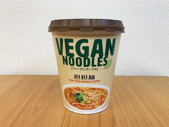 We try Japan's super affordable vegan instant cup noodles!
