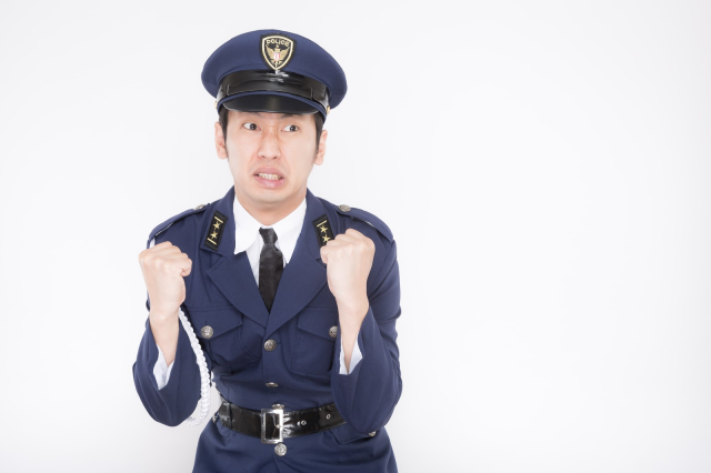 Japanese police officers turn police box into their own little love hotel, do it instead of duty