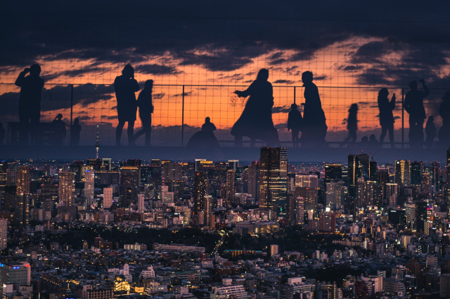 People in the Tokyo sky, and with no CGI! Photographer's amazing photo tricks are all in-lens
