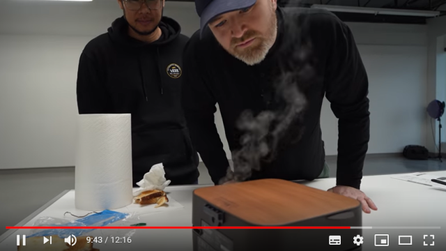 Unbox Therapy left speechless after trying Japanese toaster【Video】