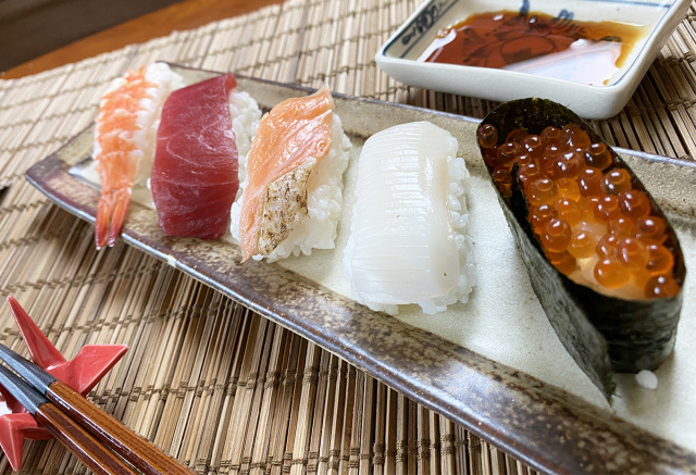 How well does a sushi maker from a 100 yen shop work? We try it and find out!