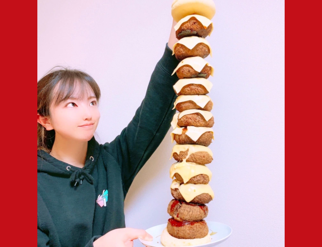 Today's reason to stay home: You could make a gigantic 4.8-pound tower burger like we did【Pics】
