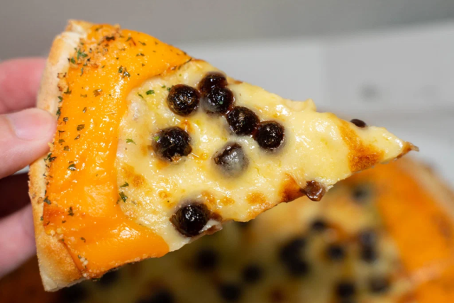 Domino's now sells tapioca boba pizza in Japan, and we're so very, very confused【Taste test】