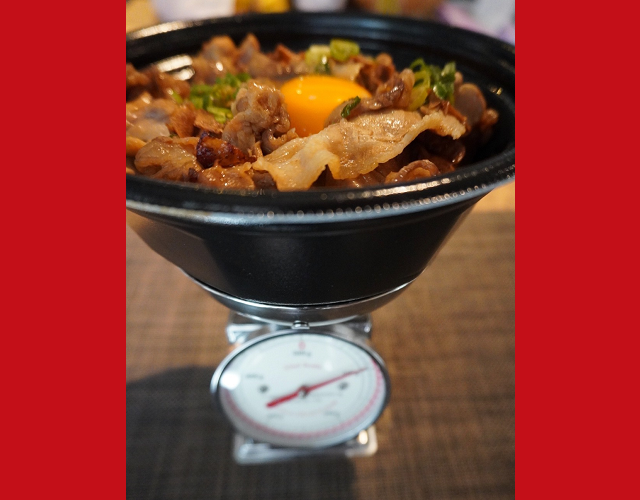 Yoshinoya's new Super-Special-Large Bowl: A gigantic three-animal 1,700-calorie fest【Taste test】