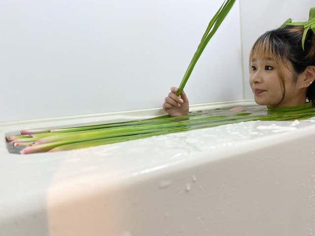 Japanese bath hack: Toss iris leaves in the tub for a traditional shobu yu soak【Photos】