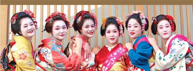 Drink with a Japanese geisha at an online drinking party