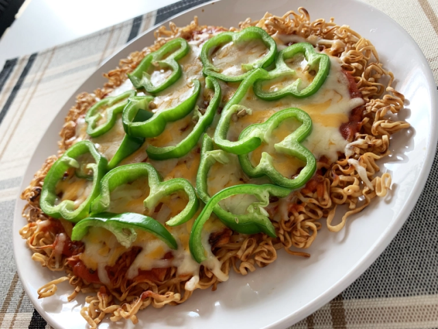 How to make a pizza using a pack of ramen noodles【SoraKitchen】