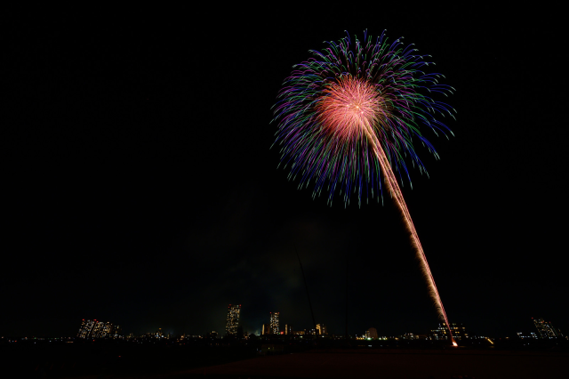 Secret fireworks festivals take place across Japan to lift spirits during coronavirus crisis【Pics】
