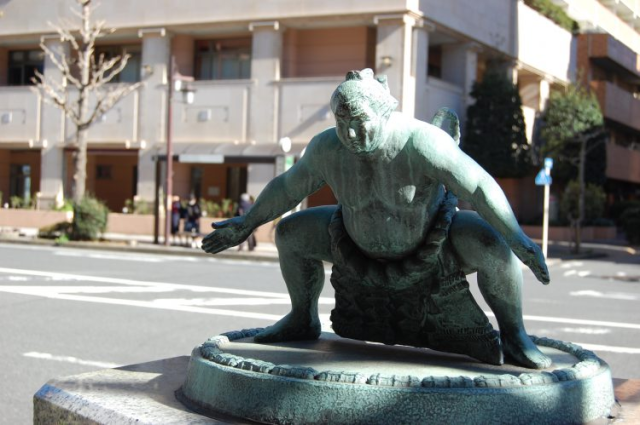 Woman attempting suicide in Tokyo has life saved by 20 sumo wrestlers