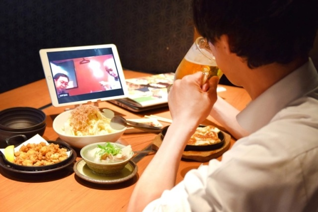 Japanese pubs in Tokyo, Osaka now have special seats for online drinking party customers