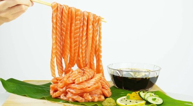 Salmon sashimi noodles: Terrifying, mouthwatering, or both?【Photos】