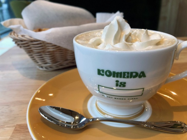 "We visit Tokyo's new all-plant-based cafe ""Komeda Is □"""