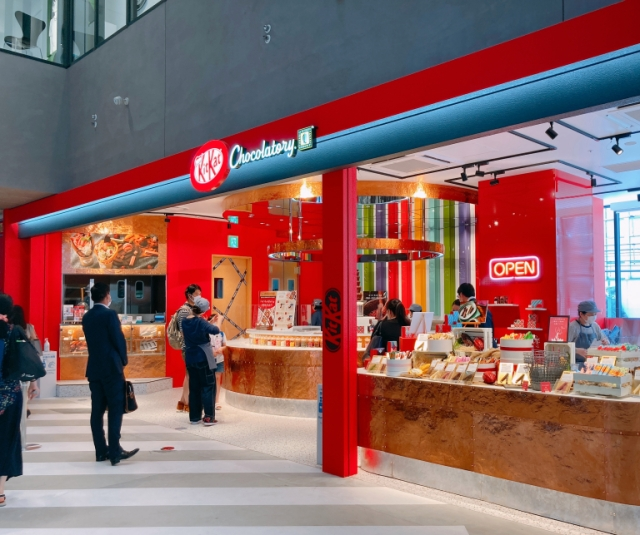 Mr. Sato takes a break in the new Shibuya KitKat Chocolatory, has a custom KitKat