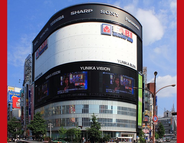 Another Tokyo urban landmark closing down, this time the home of Shinjuku's giant Yunika Vision