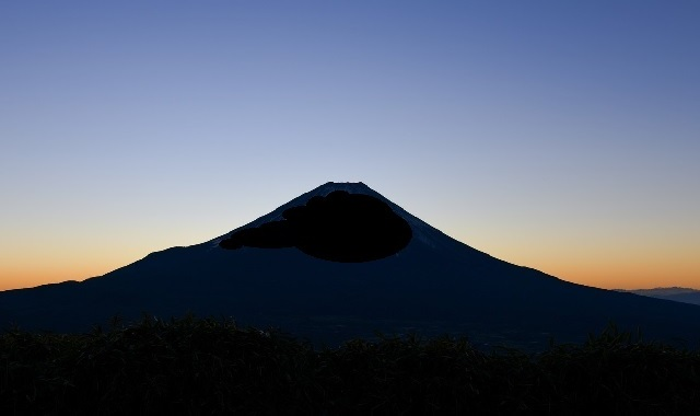 Mt. Fuji gets its first snow of the season, almost a month earlier than it did last year【Photos】