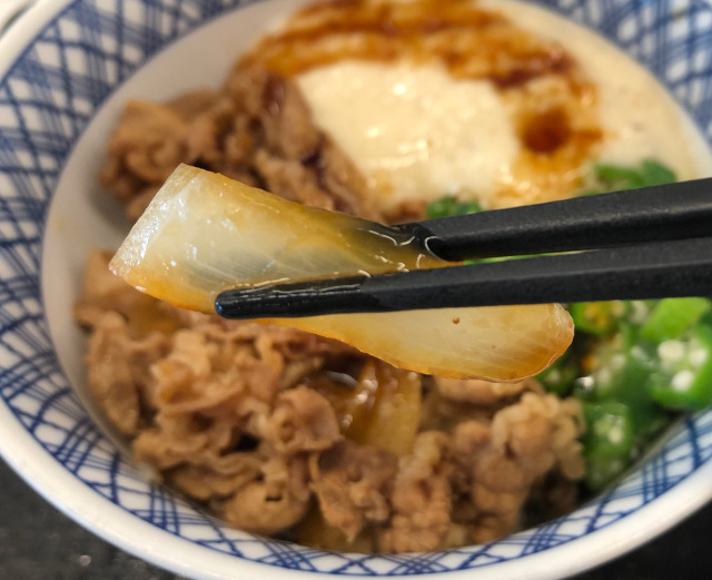 The best way to eat a gyudon beef bowl, according to staff at Yoshinoya