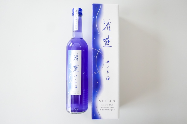 Japan now has blue sake that changes colour in cocktails